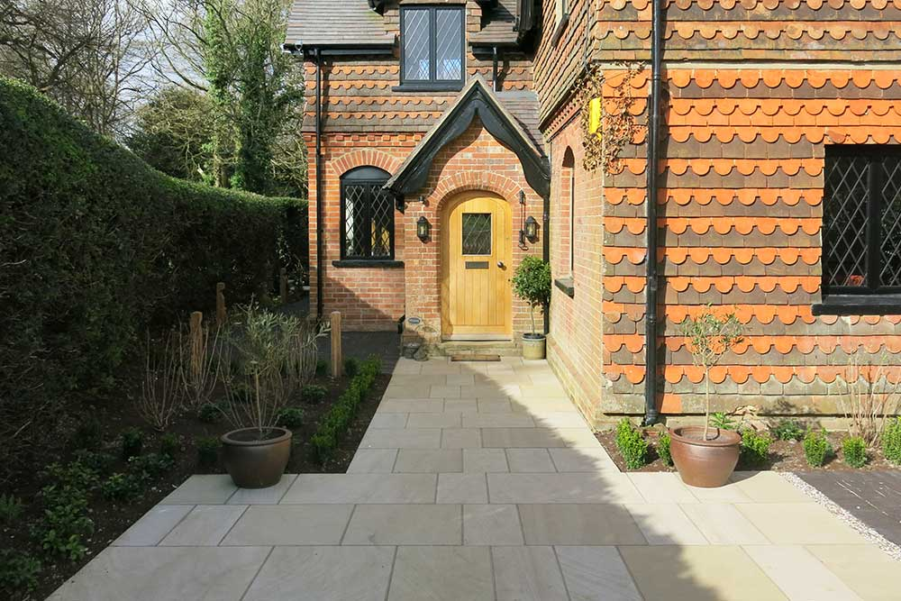 https://greenardendesign.com/wp-content/uploads/2019/09/Front-garden-dorking-2.jpg