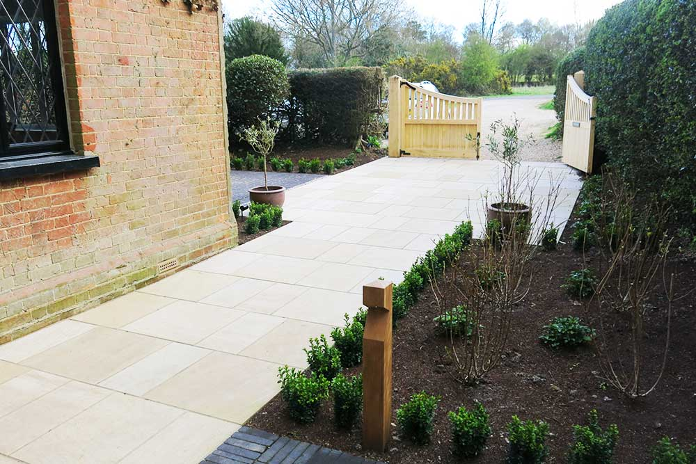 https://greenardendesign.com/wp-content/uploads/2019/09/Front-garden-dorking-6.jpg