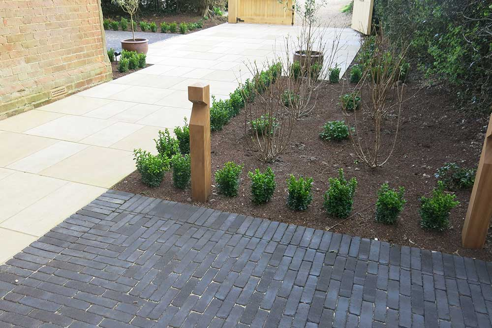https://greenardendesign.com/wp-content/uploads/2019/09/Front-garden-dorking-7.jpg