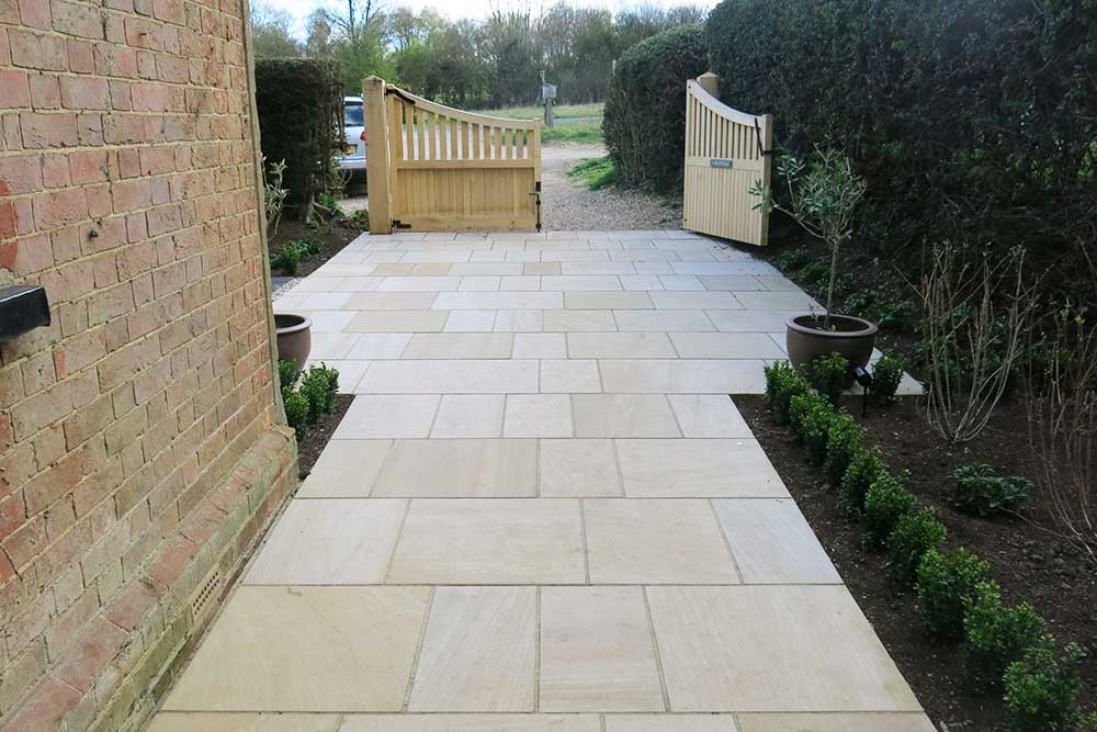 https://greenardendesign.com/wp-content/uploads/2019/09/Front-garden-dorking-8.jpg