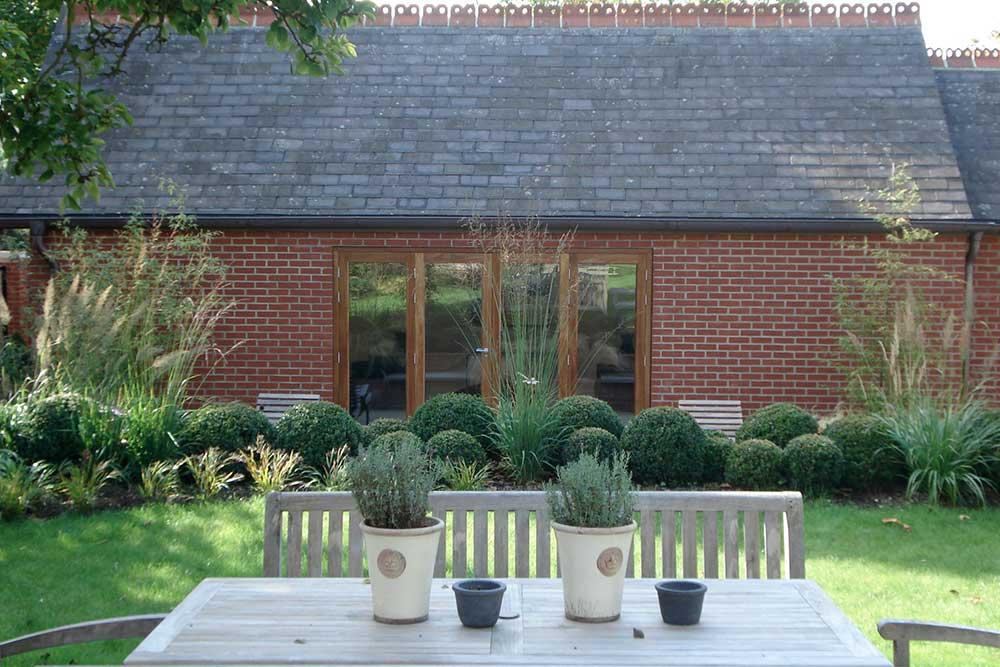 https://greenardendesign.com/wp-content/uploads/2019/09/Large-Garden-Kingston-9.jpg