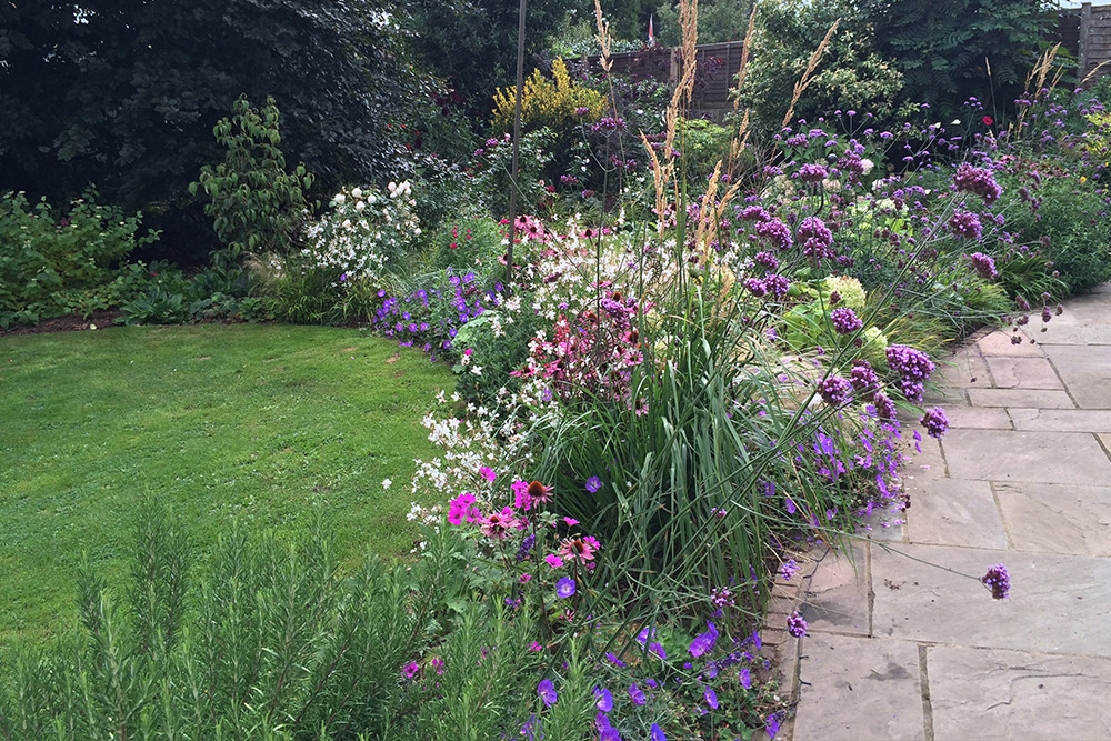 https://greenardendesign.com/wp-content/uploads/2019/09/Planting-Ashford-1.jpg