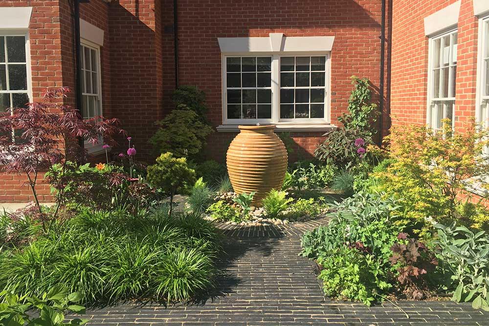 https://greenardendesign.com/wp-content/uploads/2019/09/family-garden-ashtead-10.jpg