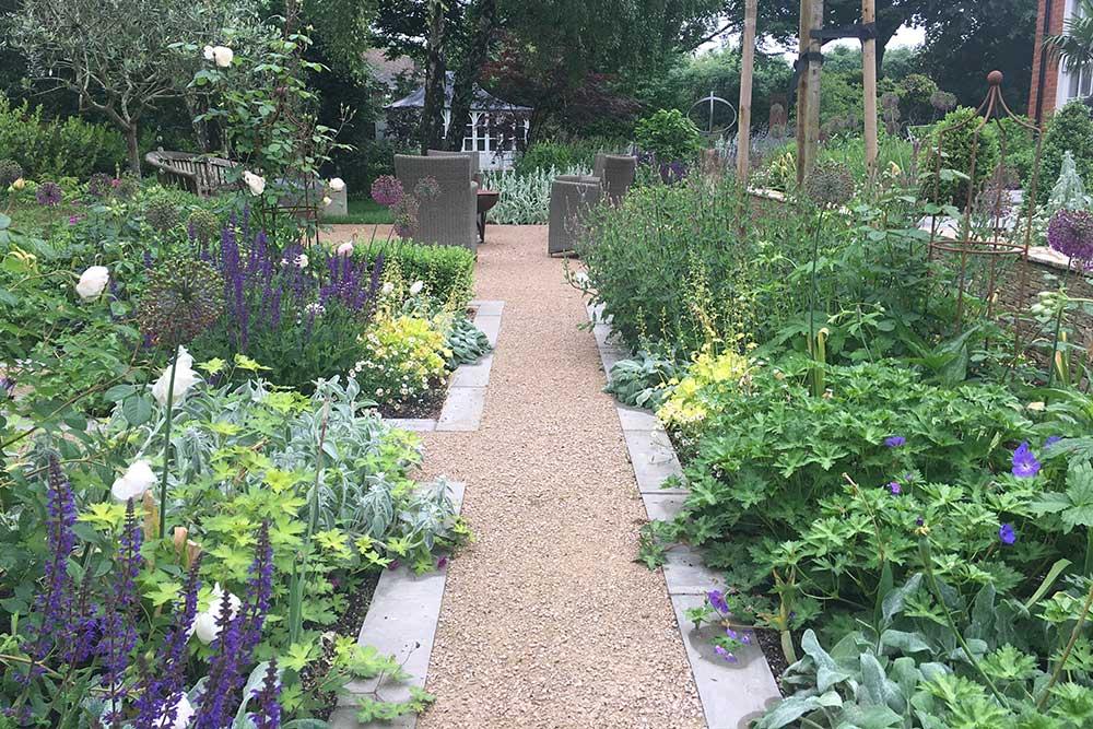 https://greenardendesign.com/wp-content/uploads/2019/09/family-garden-ashtead-11.jpg