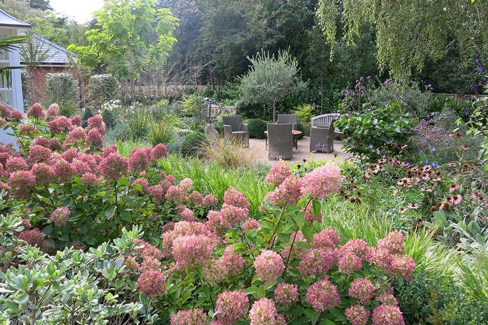 https://greenardendesign.com/wp-content/uploads/2019/09/family-garden-ashtead-5.jpg