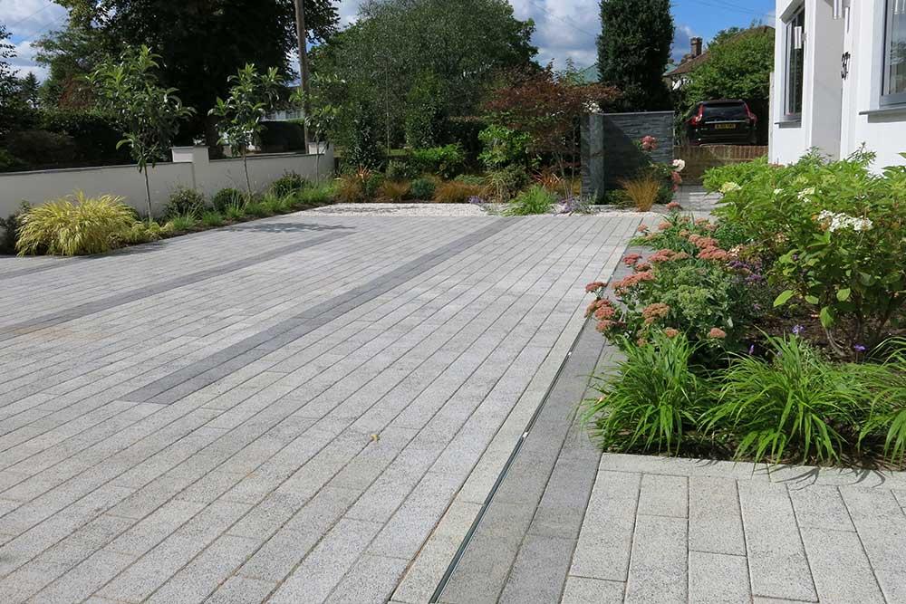 https://greenardendesign.com/wp-content/uploads/2019/09/front-garden-esher-5.jpg