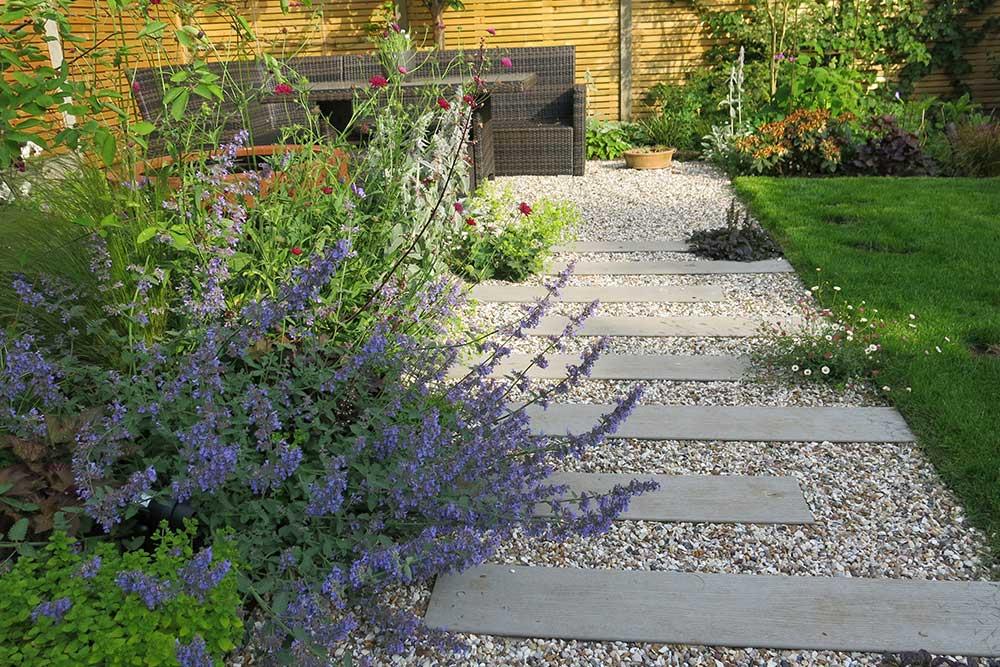 https://greenardendesign.com/wp-content/uploads/2019/09/modern-garden-walton-1.jpg