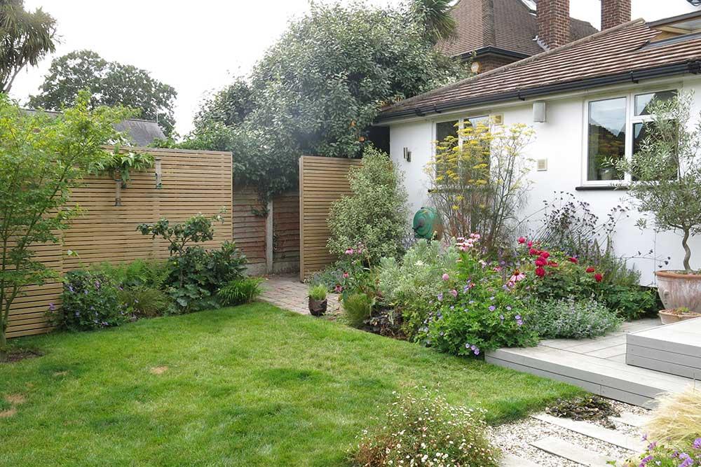 https://greenardendesign.com/wp-content/uploads/2019/09/modern-garden-walton-6.jpg