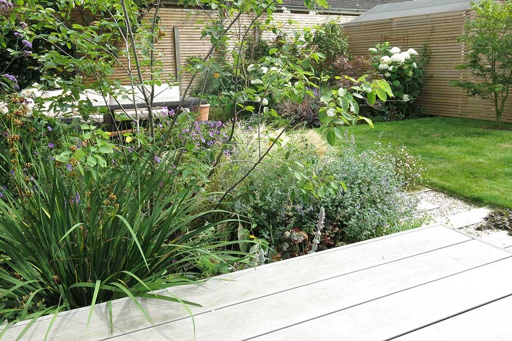 https://greenardendesign.com/wp-content/uploads/2019/09/modern-garden-walton-8.jpg